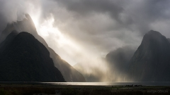 dramatic-light-milford-sound