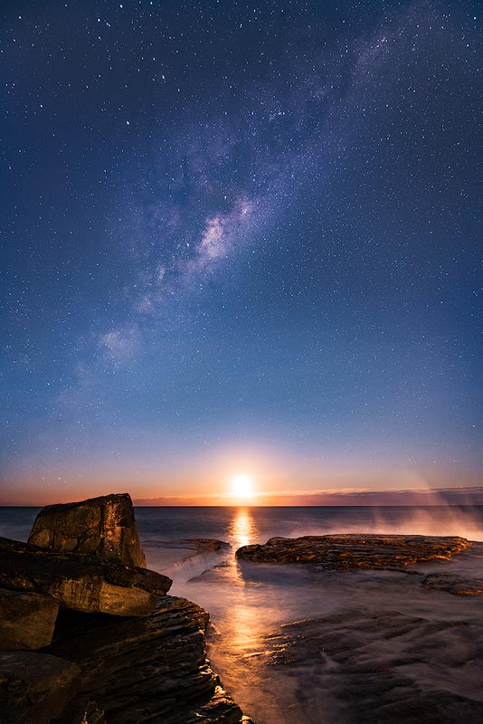 Clovelly Beach moonrise with the night stars