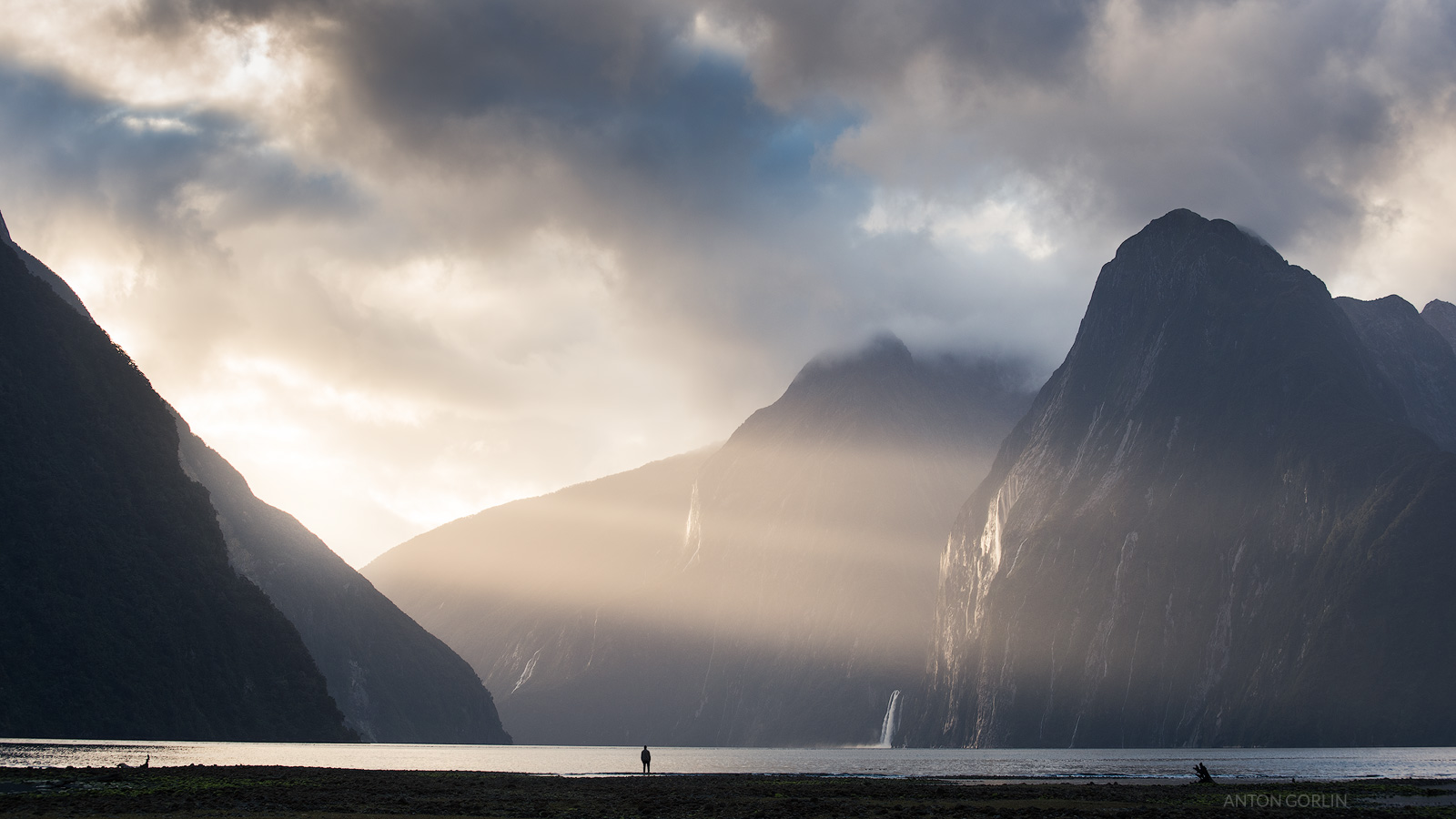 Milford Sound mountain landscape with Sun Rays